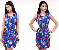 Яркое летнее женское платье с цветами, в синем цвете