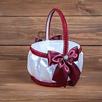 Свадебная корзинка для лепестков с бордовыми бантиками