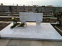 Памятник из белого мрамора 1