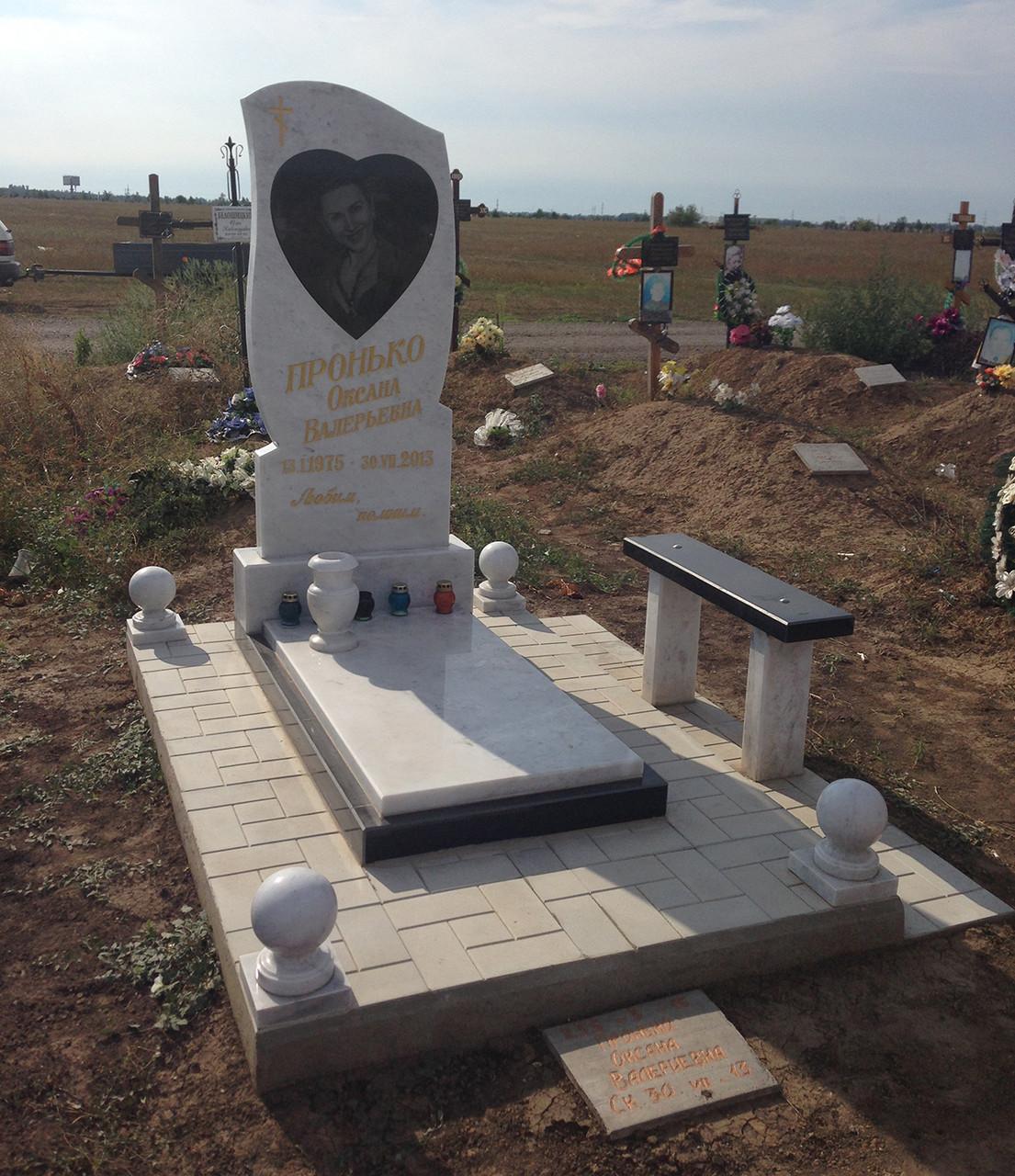 Памятник из белого мрамора 6