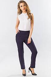 Классические женские узкие брюки со складками пояс на резинке темно-синие