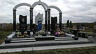 Памятник из белого мрамора и гранита