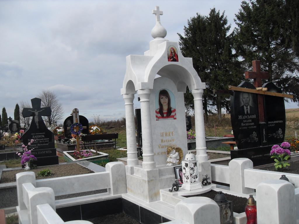 Памятник из белого мрамора 7