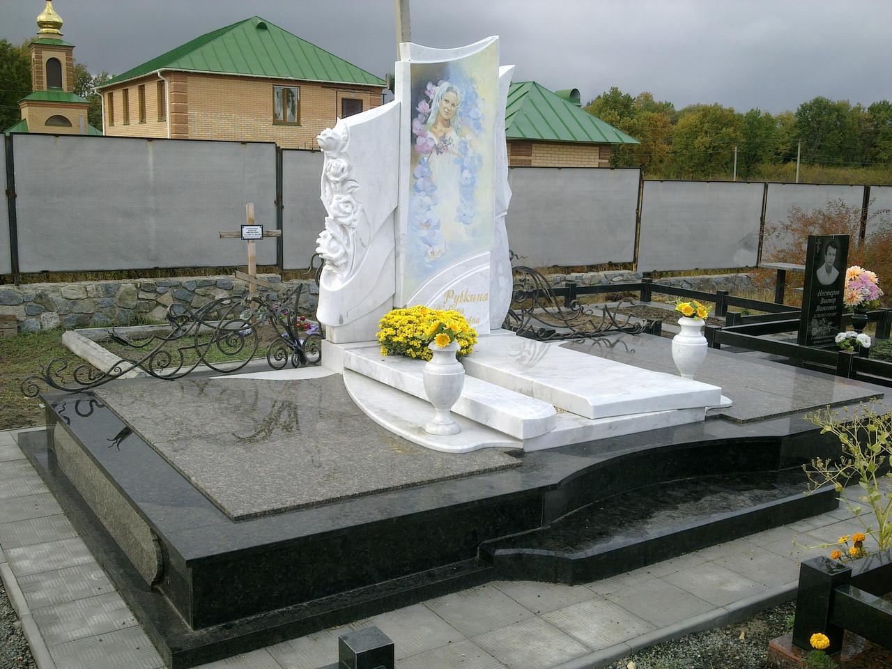 Памятник из белого мрамора 8