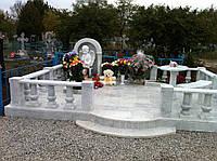 Памятник белый мраморный в комплексе