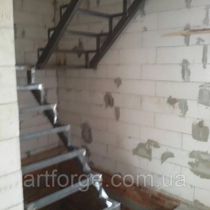 Каркас лестницы с площадкой