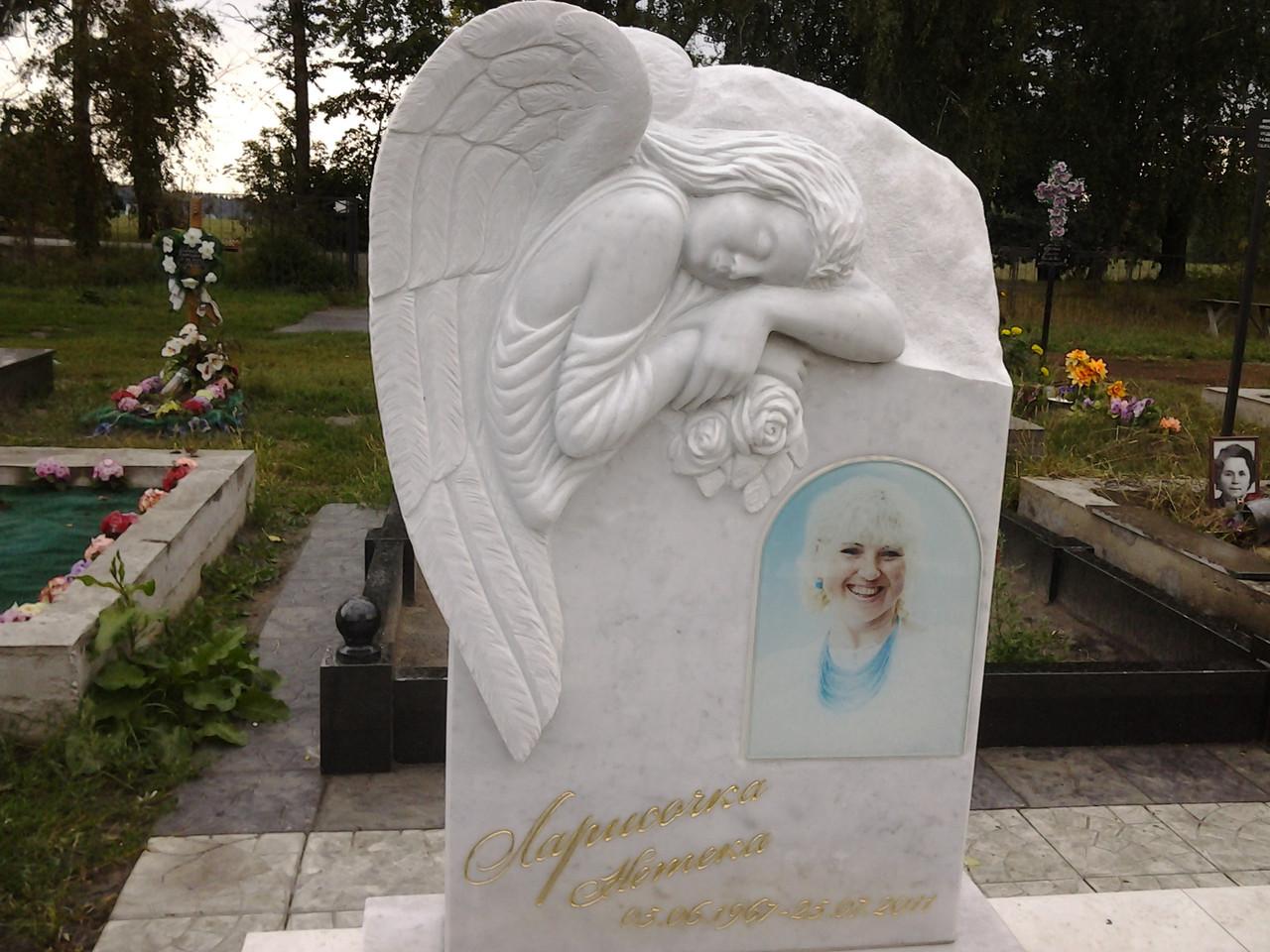 Скорбящий ангел, скульптура, белый мрамор