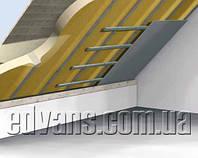 Внутренняя изоляция крыши между балками напылением пенополиуретана