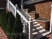 Лестница из белого мрамора с балюстрадой