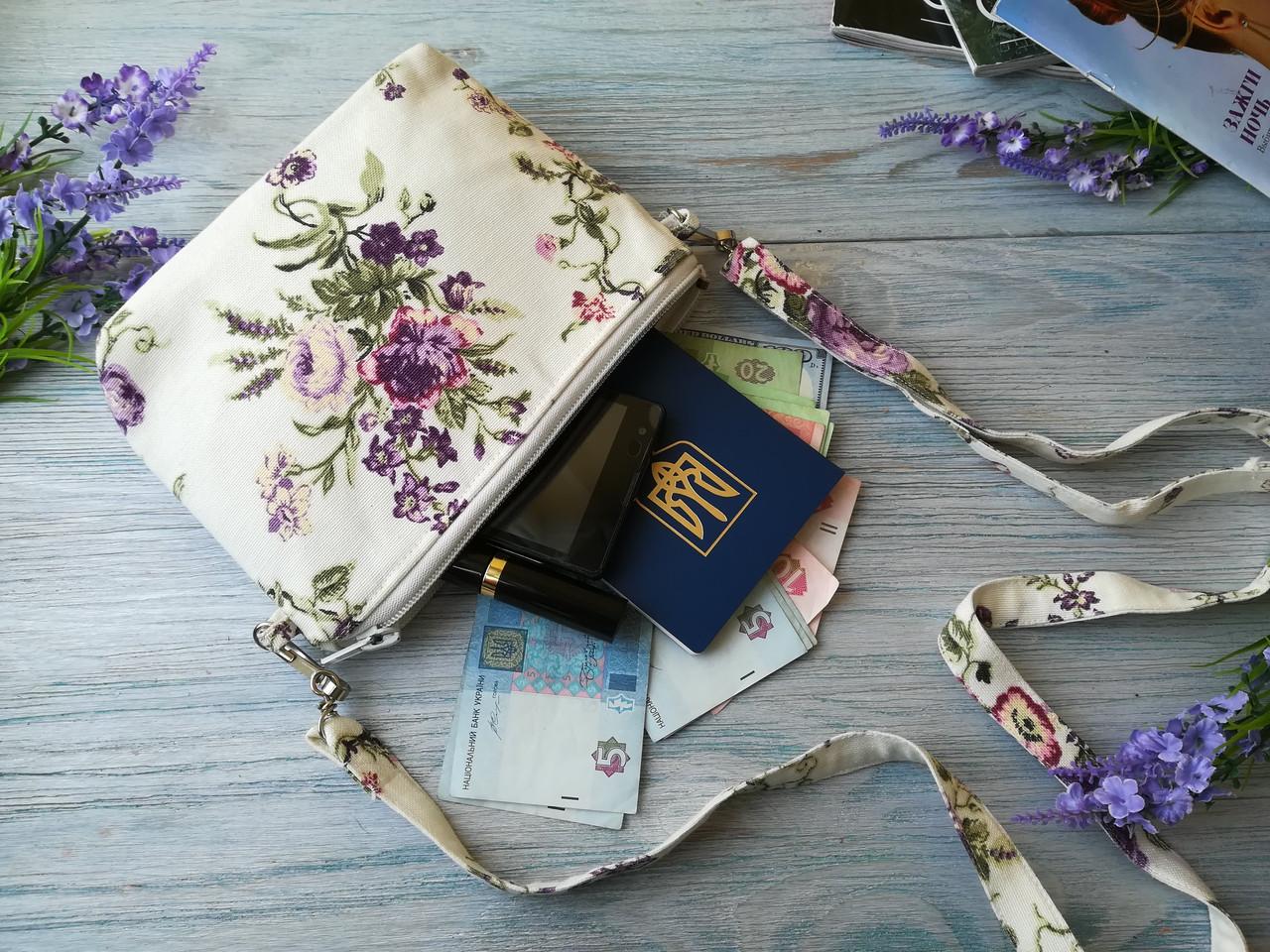 Сумочка-косметичка маленькие фиолетовые розочки