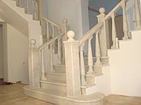 Лестница с балюстрадой классическая