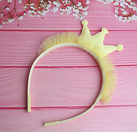 Обруч для волос с блестящей короной и фатином желтый