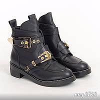 Черные демисезонные ботинки из эко-кожи с декоративными пряжками
