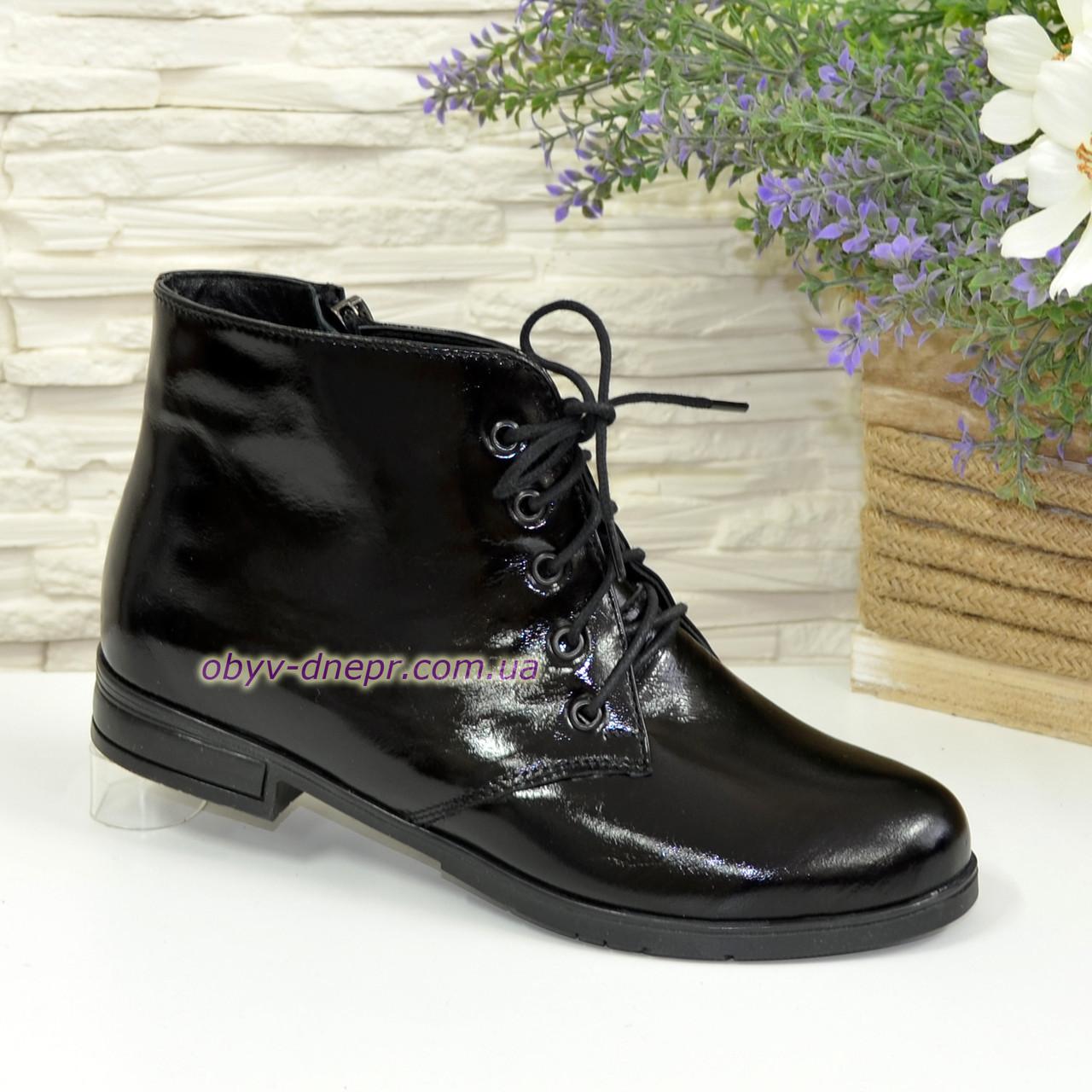 Зимние женские ботинки лаковые на шнуровке