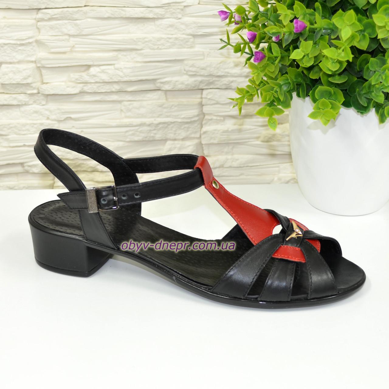 Женские кожаные босоножки на маленьком каблучке, цвет черный/красный, фото 1