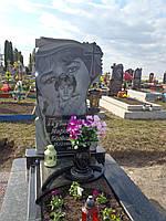 1.13. Памятник гранитный одинарный. Эффект портрет в портрете