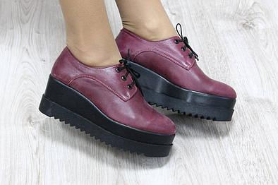 Туфли кожаные на высокой подошве цвета марсалы