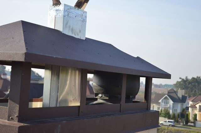 Скорость вращения крыльчатки двигателя можно регулировать, в зависимости от типа вентилятора, меняя регулировку внутри колпака вентилятора или меняя напряжение питания с помощью подходящего регулятора.