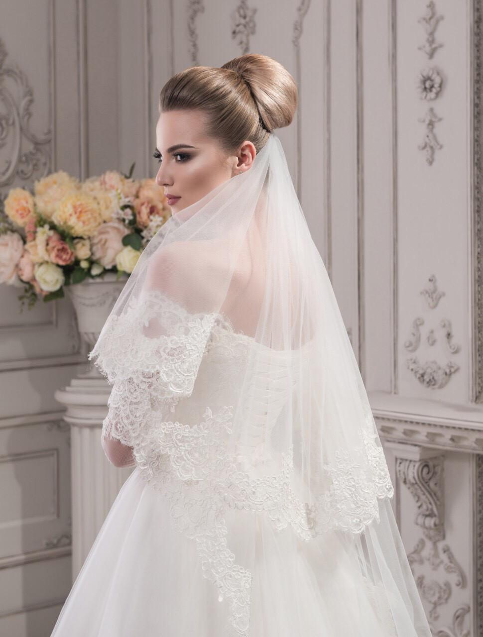 Свадебная фата из красивого кордового кружева