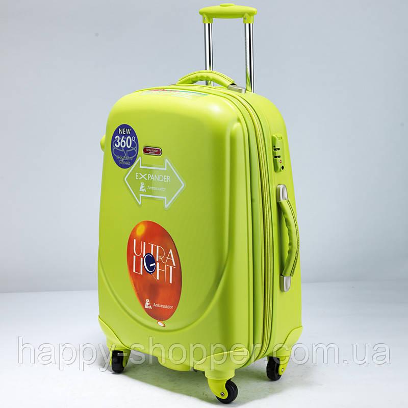 Большой салатовый чемодан Ambassador Classic