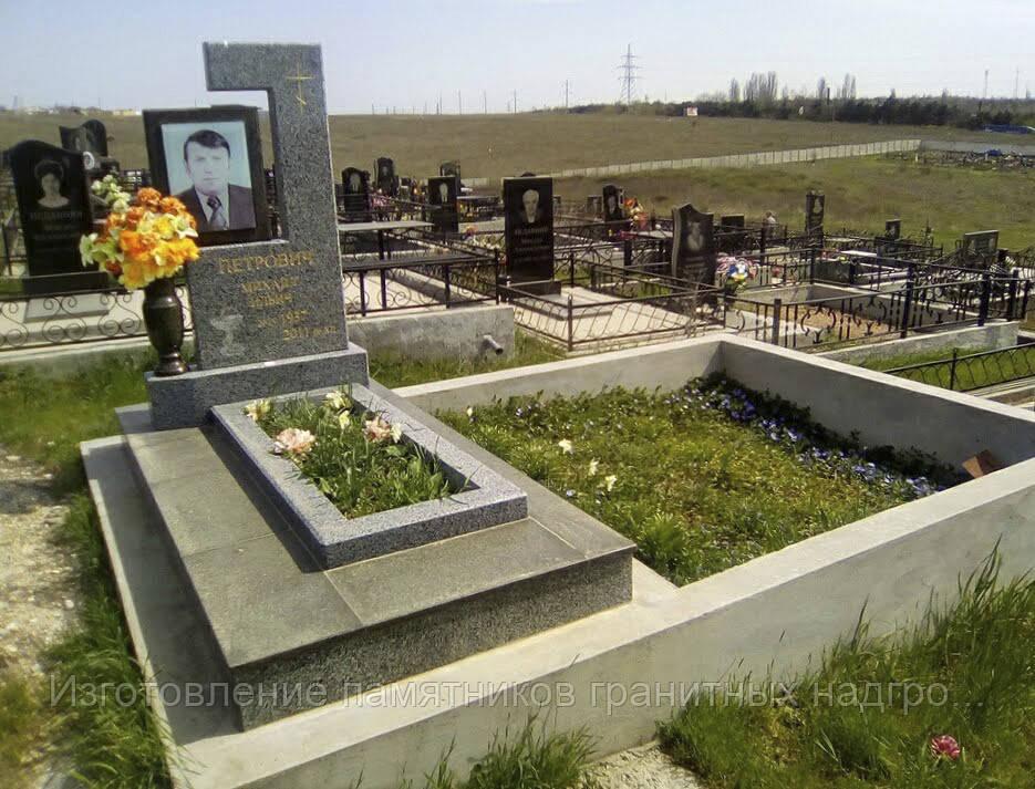 Купить памятник в Симферополе покостовский гранит + габбро, облицовка масловка