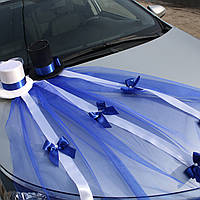 Украшение для свадебного автомобиля фатинои и цилиндрами в синем цвете