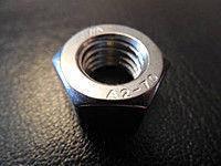 Гайка нержавеющая М16 DIN 985 низкая самоконтрящаяся с нейлоновым кольцом, фото 2