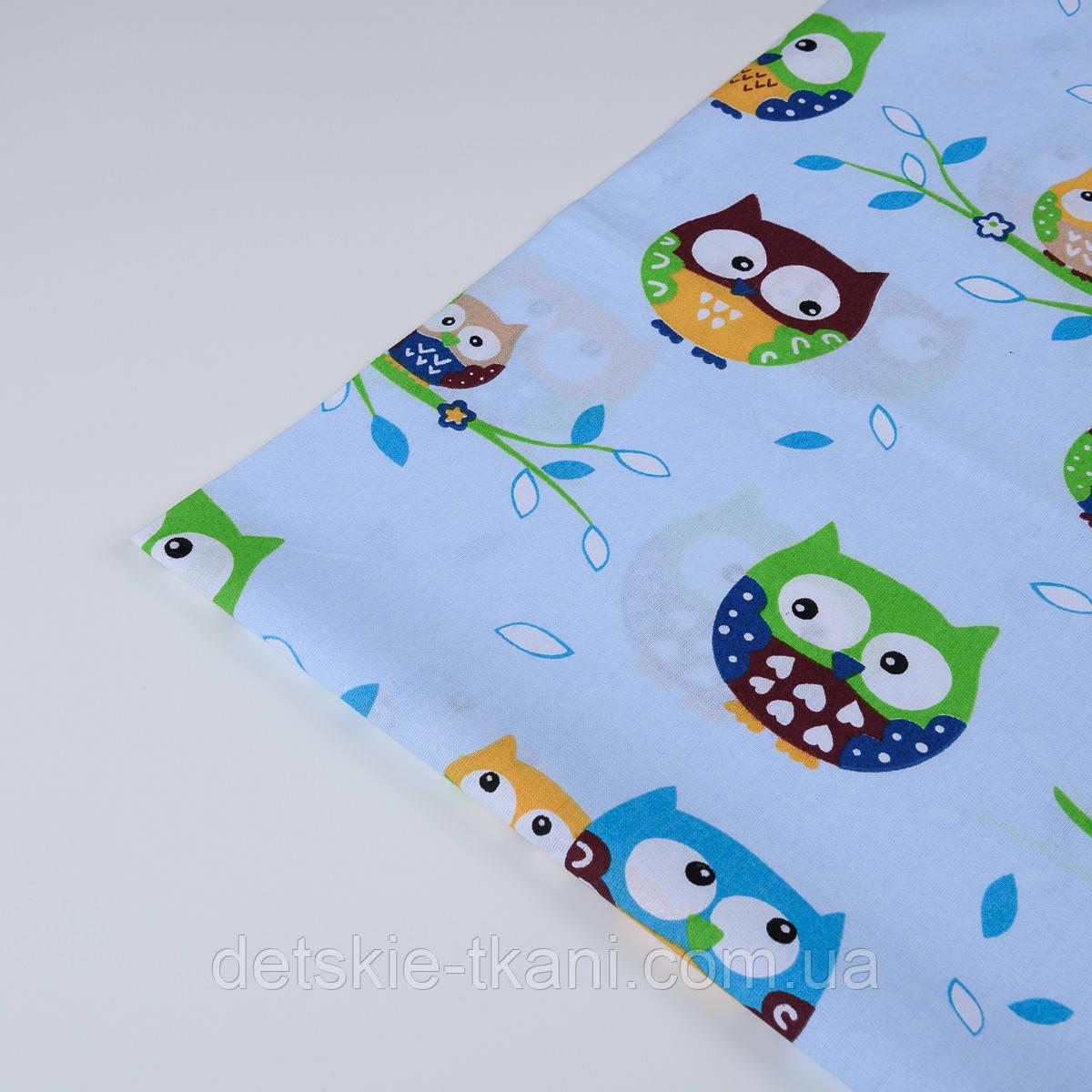 Лоскут ткани №132 с изображением цветных сов на голубом фоне, размер 45*80 см