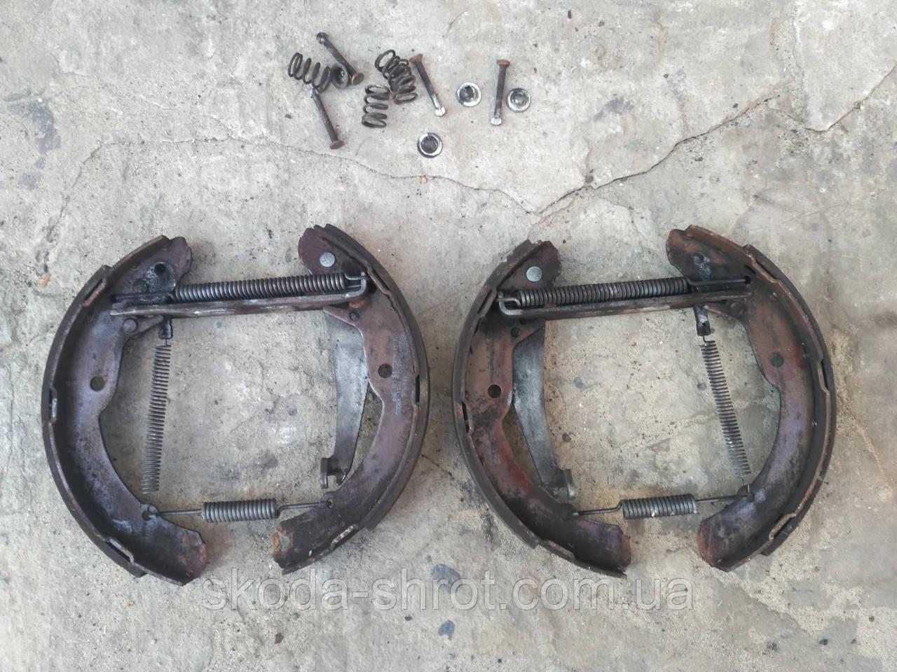 Тормозные колодки задние барабанные комплект б/у