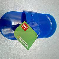 Скребок - щетка пластиковая для купания лошадей, синяя KERBL (Германия)