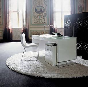 Столы письменные, компьютерные, офисная мебель и книжные полки