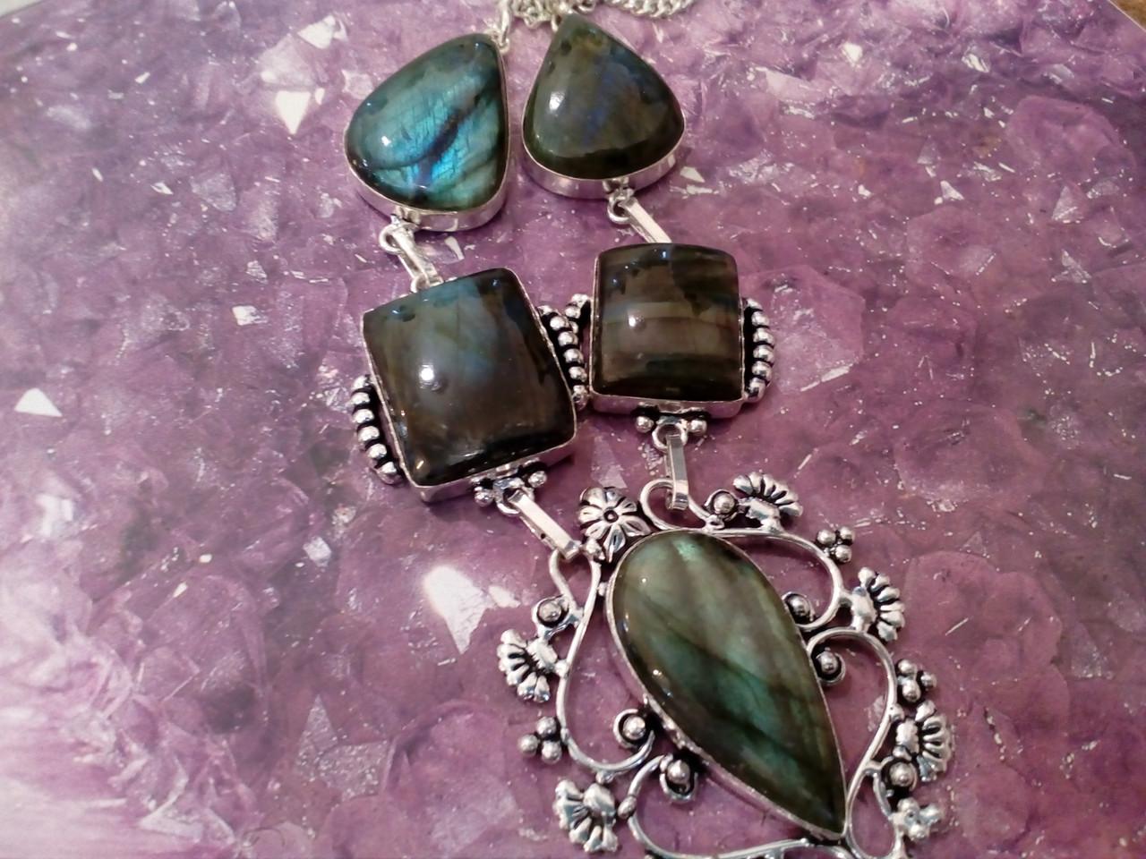 Ожерелье с лабрадором. Красивое колье с камнем лабрадор в серебре. Индия!