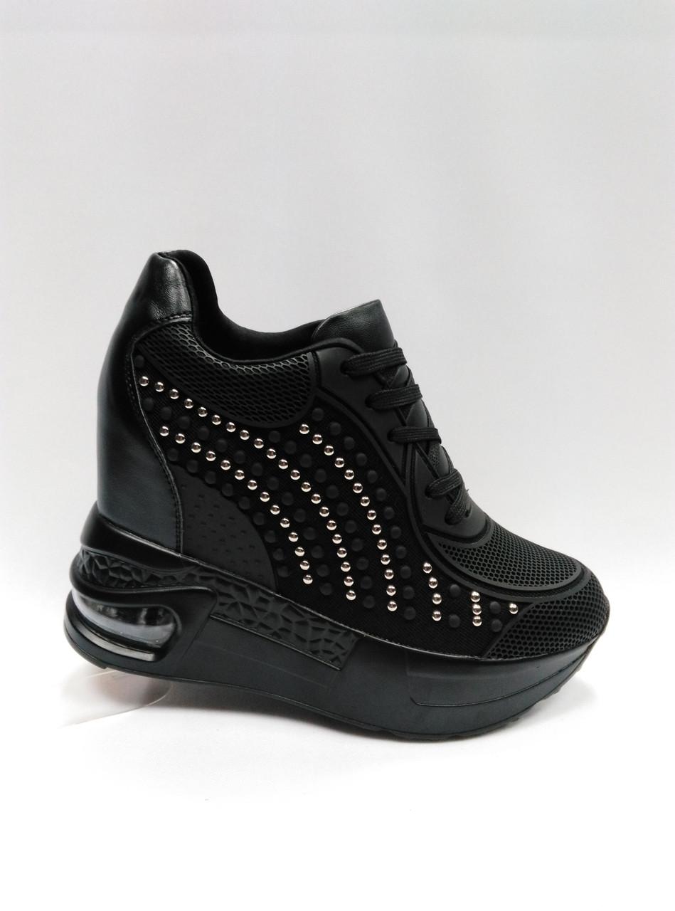 Кросовки черные на толстой подошве. Сникерсы.