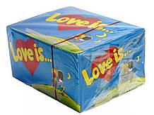 Блок жуйок 100 штук Love is банан-полуниця