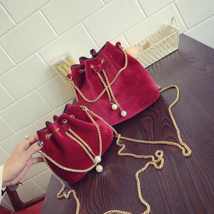 4967c802d3be Женская сумочка маленькая бархатная красная мешочек на завязках ...