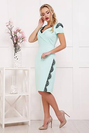 Платье футляр ниже колена мятное с красивым кружевом на декольте 42-46, фото 2