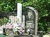 Гранитный памятник с колонной из белого мрамора