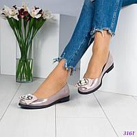 Туфли женские с декором на носочке