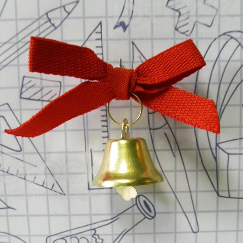 Дзвіночок з червоною стрічкою на випускний