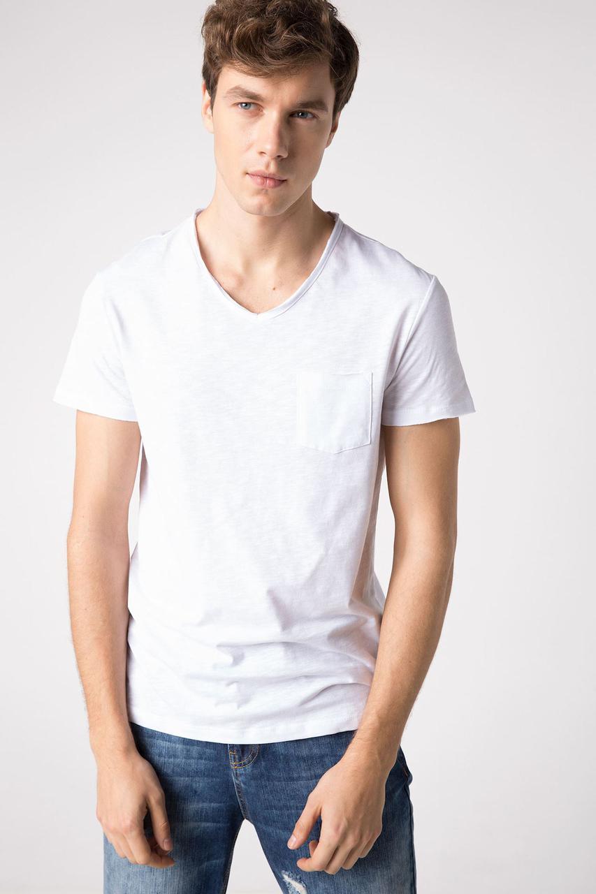 Белая мужская футболка De Facto / Де Факто с карманом на груди