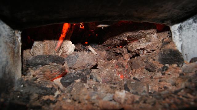 Качественный уголь не спекается а сгорает в пыль