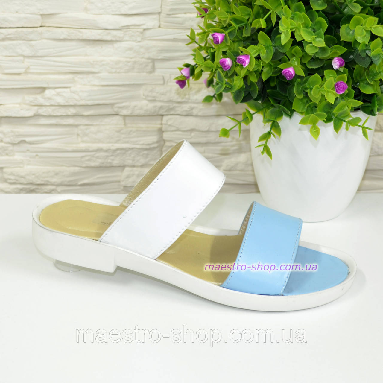 Женские кожаные шлепанцы на маленьком каблучке, цвет голубой/белый