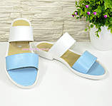 Женские кожаные шлепанцы на маленьком каблучке, цвет голубой/белый, фото 2