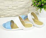 Женские кожаные шлепанцы на маленьком каблучке, цвет голубой/белый, фото 3