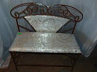Кованый диван со спинкой в кованой оправе