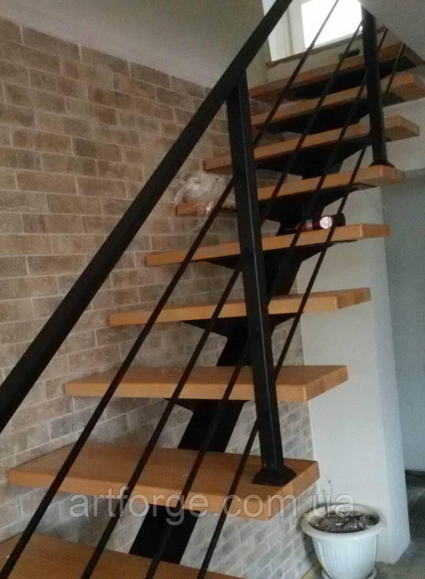 Лестница в стиле лофт. Металло-каркас лестницы на центральном косоуре