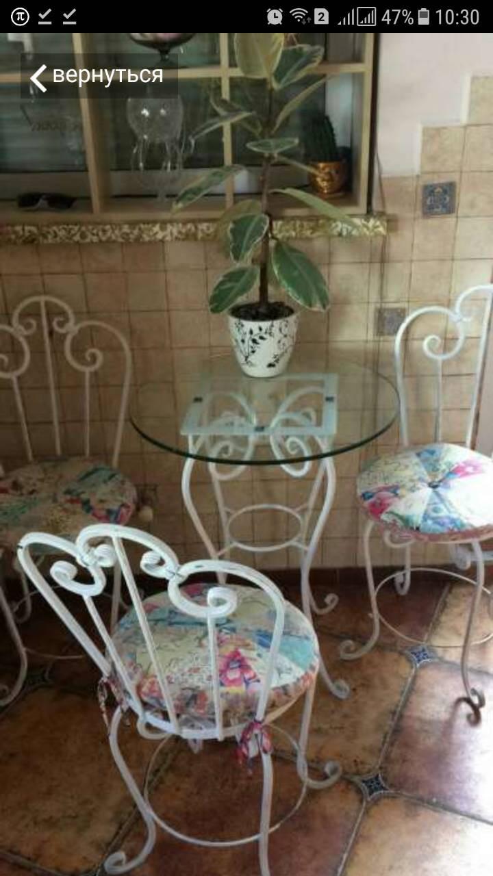 Стол и стулья из кованого металла