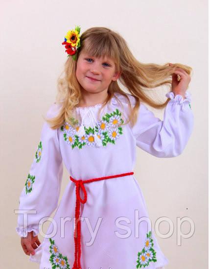 Вышитое детское платье  с ромашками