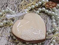 Пряник имбирный свадебный Сердце с кружевом кремово-белый
