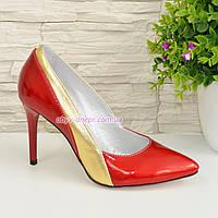 Классические женские лаковые туфли на шпильке, цвет красный/золото, фото 1